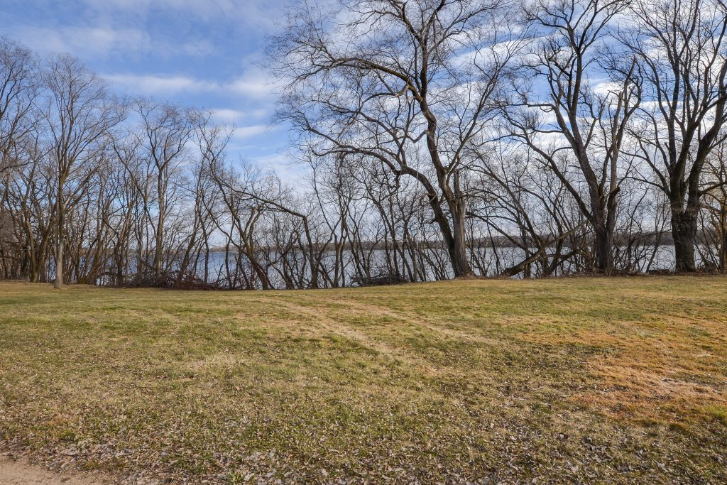 lake homes for sale in henn county