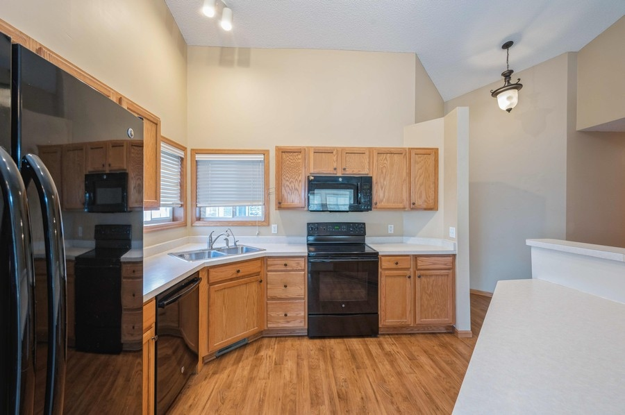 townhome for sale in delano shcools